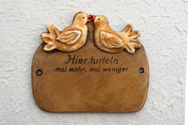 "Türschild ""Tauben"" Hier Turteln"